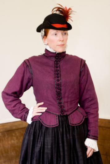 what did elizabethan women wear